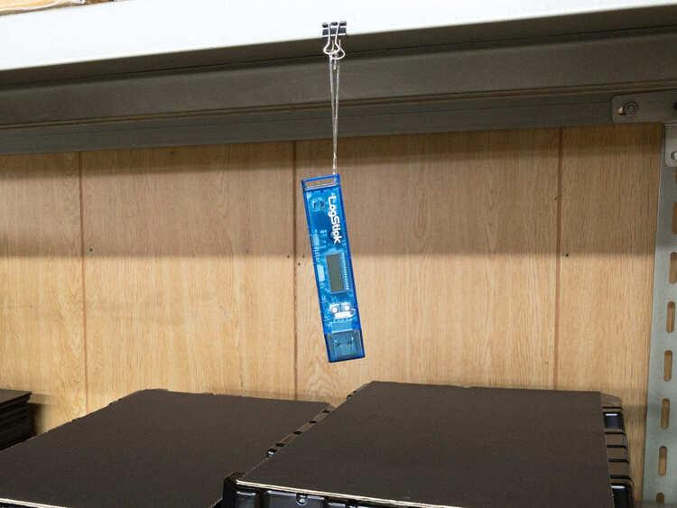 吊るせる小ささのデータロガー