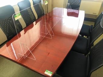 会議室に「抗菌・防臭チタニア」を施工済み